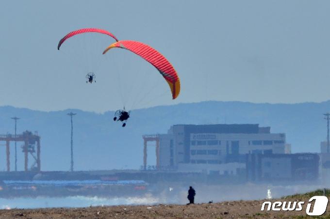 [사진] 날아라 모터패러글러이더