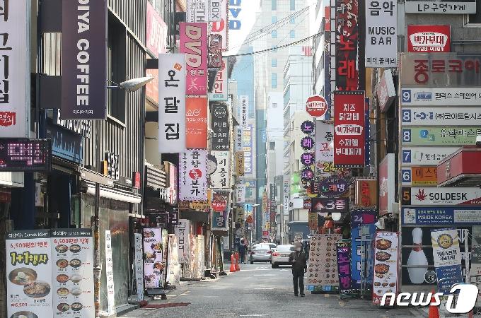 [사진] '현행 거리두기 3주간 유지..코로나19 확산시 영업제한 시간 오후 10시→9시로 조정'