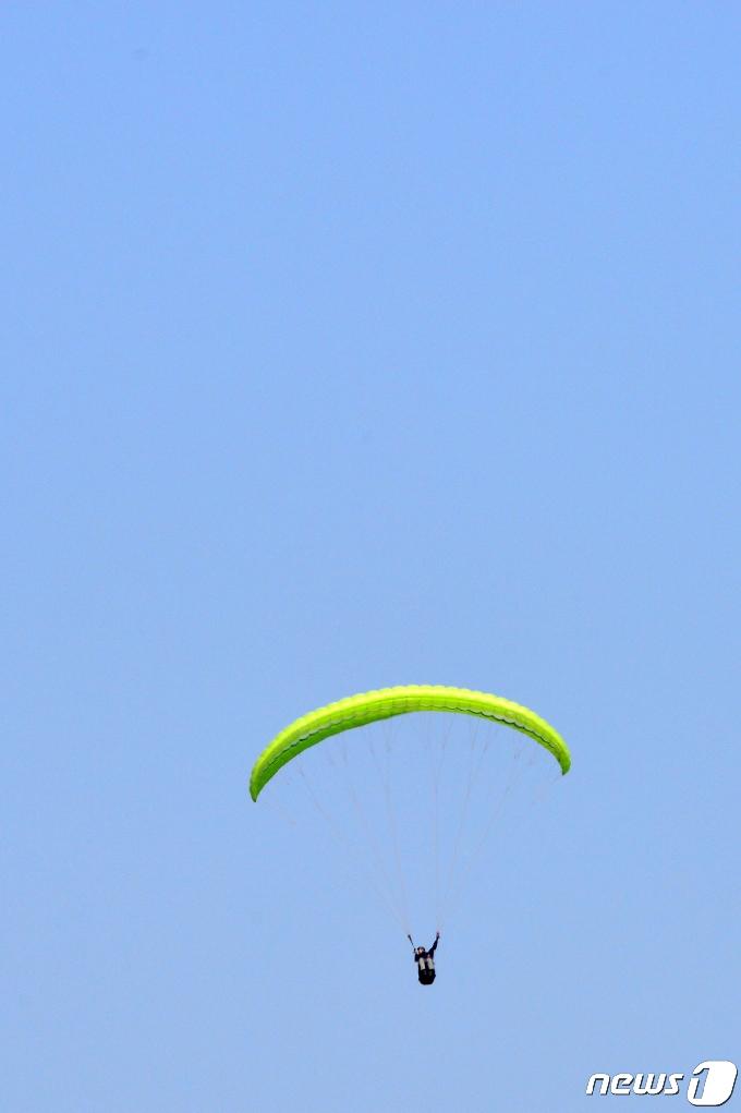 [사진] 봄 하늘 배경삼아