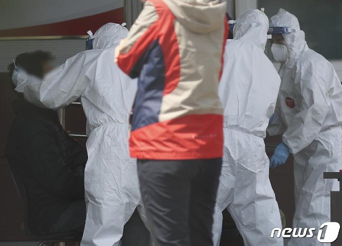 [사진] 15명 집단 감염...전수조사 이뤄지는 울산 한 자동차 부품업체