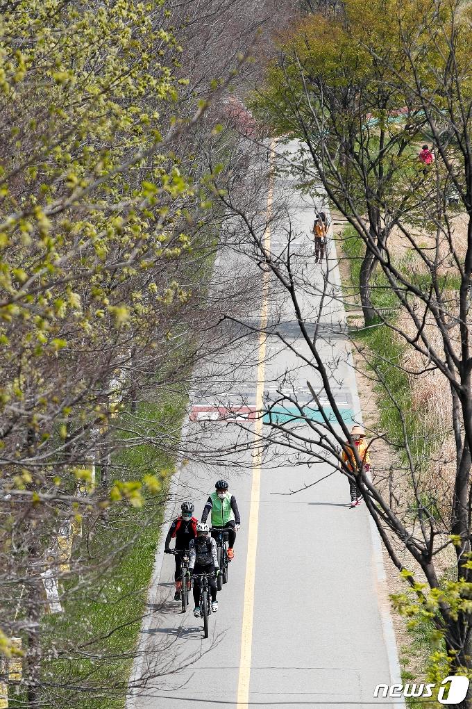 [사진] '완전 봄이네'