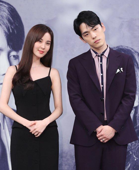 2018년 7월 MBC 드라마 '시간' 제작발표회 당시 배우 서현, 김정현(오른쪽)/뉴스1