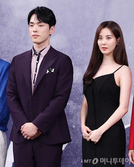 2018년 드라마 '시간' 제작발표회에서 어색한 모습의 배우 서현과 김정현 /사진=머니투데이 DB