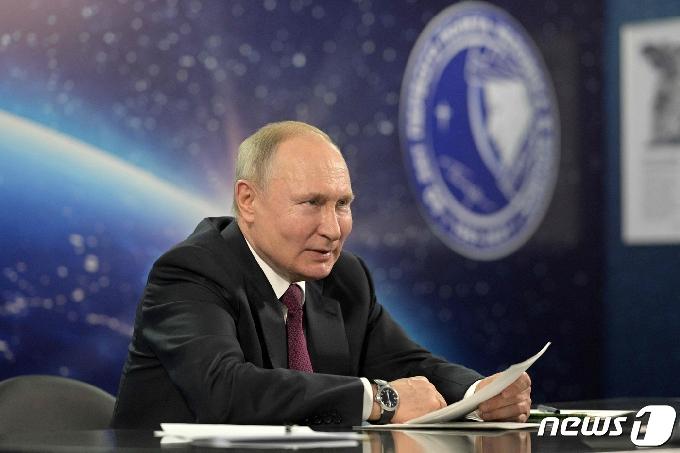 [사진] 우주산업 발전 회의서 발언하는 푸틴
