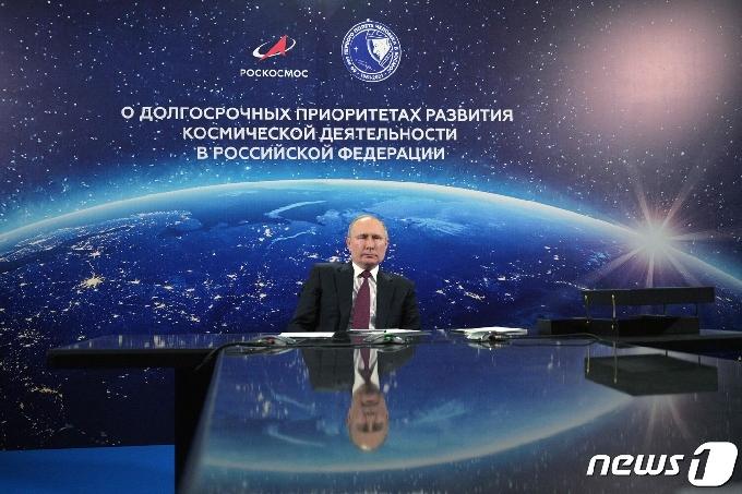 [사진] 우주산업 발전 회의 참석한 푸틴 대통령