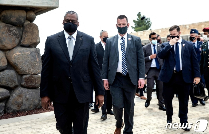 [사진] 예루살렘 홀로코스트 기념관 떠나는 오스틴 국방