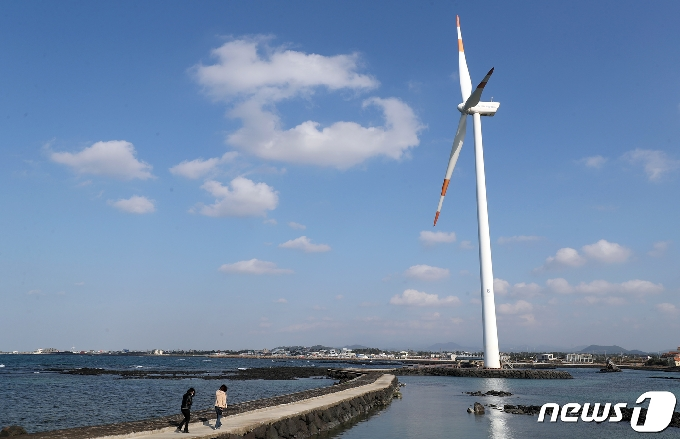 남아도는 제주 풍력발전 전기 어쩌나…올들어 사흘에 한번 '강제 정지'