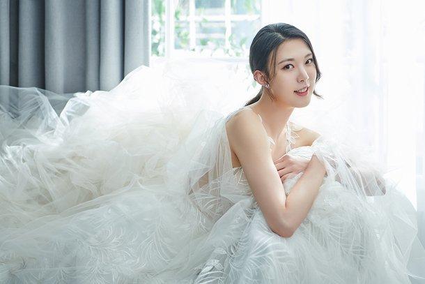 배구선수 양효진, 4년 열애 끝 18일 결혼…웨딩 화보 공개