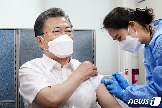 경찰 '文 대통령 백신 바꿔치기' 허위글 유포 수사