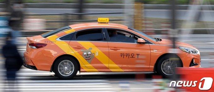 서울역 인근에서 카카오T 택시가 이동하고 있다. / 사진=뉴스1