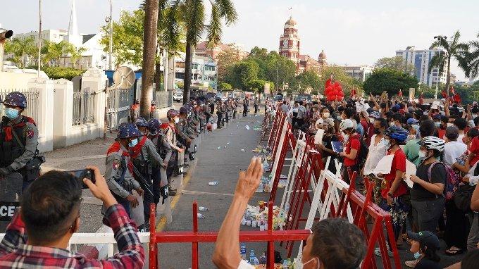 지난 2월 미얀마 양곤 시내에서 군부의 쿠데타 반대 시위에 참가한 시민들. 사진제공=김빛솔씨.© 뉴스1