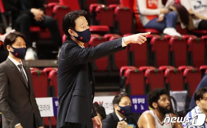 [사진] 강을준 감독 '공격 앞으로'