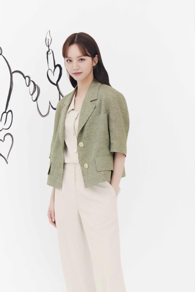 혜리, 봄처럼 화사한 미모…레이스 원피스 입고 청초미 '물씬'