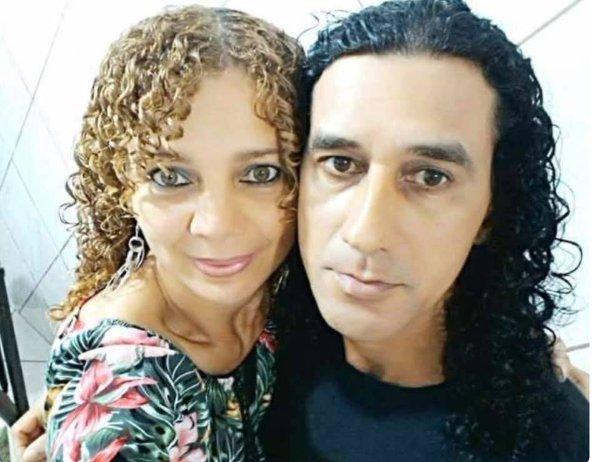 브라질의 한 남성이 10살 난 아들 앞에서 아내를 살해한 뒤 도주하는 일이 벌어졌다. 사진은 피해자 텔마 라베로(왼쪽)와 살해 용의자 자디르 소우자 다 실바(오른쪽). /사진=페이스북