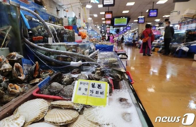[사진] '한산한 수산시장'