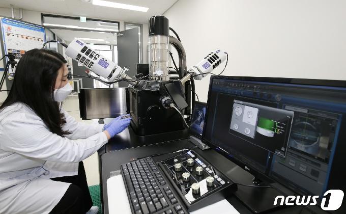 [사진] 문화재분석정보센터 전자현미경실