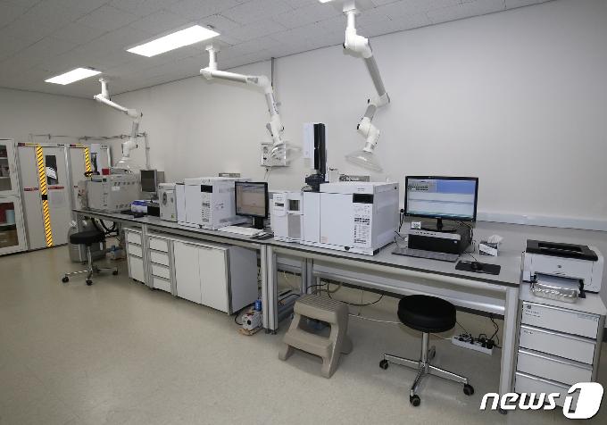 [사진] 문화재분석정보센터 유기물질량분석실