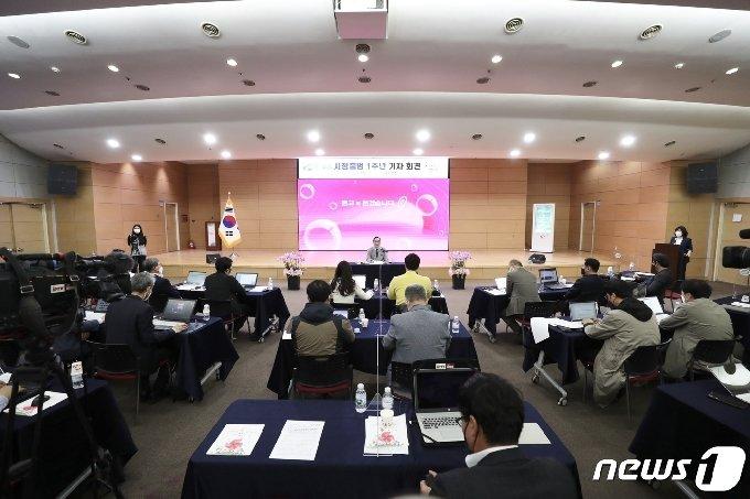 15일 천안시청 대회의실에서 열린 기자간담회.© 뉴스1