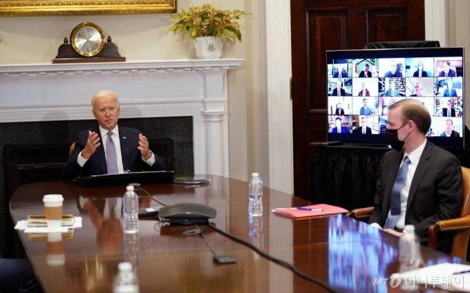조 바이든 미국 대통령이 지난 12일(현지시간) 워싱턴 백악관에서 반도체 공급망 확충을 논의하는 화상회의에 참석해 발언을 하고 있다./사진=뉴스1 /사진=바이든