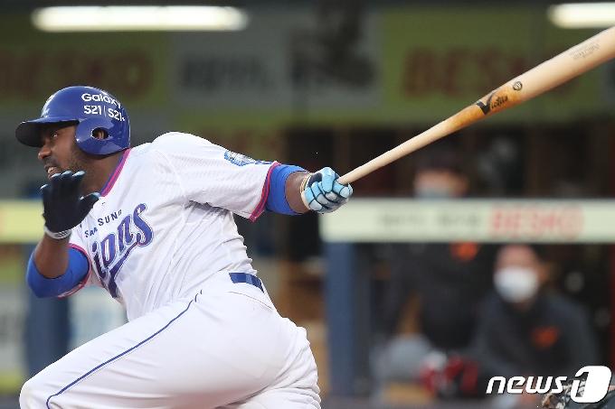 [사진] 삼성 피렐라 '1루까지'