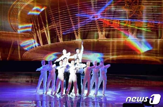 [사진] 북한 각지에서 태양절 맞이…음악무용종합공연도