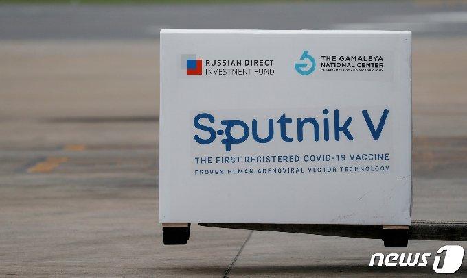러시아 스푸트니크 V 백신이 아르헨티나 공항에 도착하고 있다. © 로이터=뉴스1 © News1 최서윤 기자