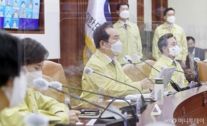 [사진]중대본 회의 주재하는 정세균 총리