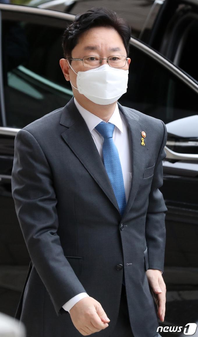 [사진] 출근하는 박범계 장관