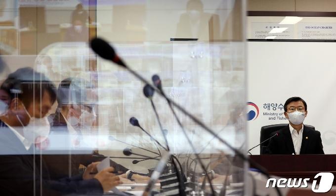 [사진] 일본 원전 오염수 방출 결정 관련 간담회 갖는 문성혁 장관