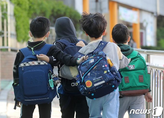 한달 만에 도로 '퐁당퐁당' 등교?…이번 주말 '방역 분수령'