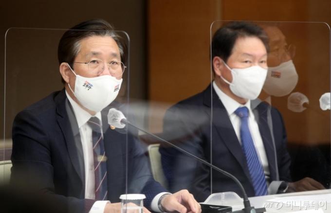 [사진]모두발언하는 성윤모 장관