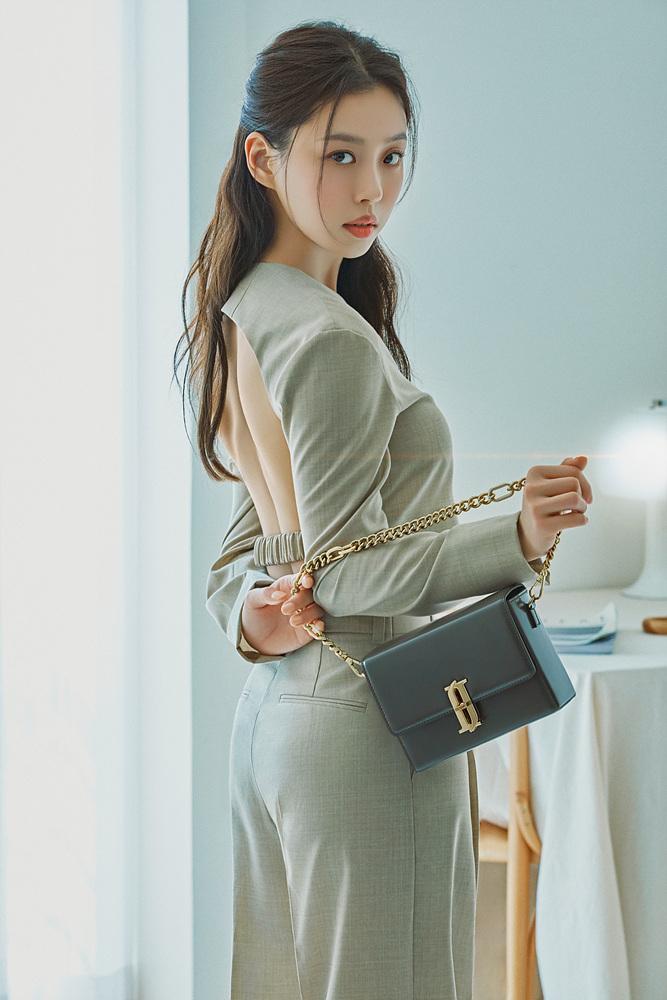 배우 고민시/사진제공=제이에스티나 핸드백