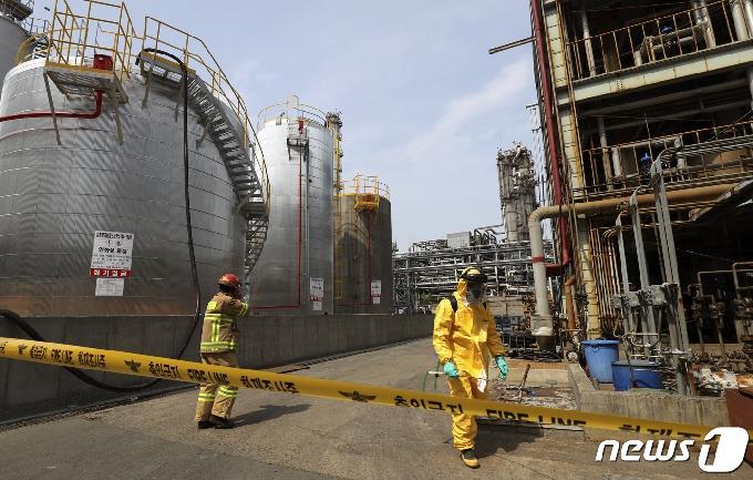 [사진] 효성첨단소재 울산공장서 황산 3000ℓ 누출…인명피해 없어