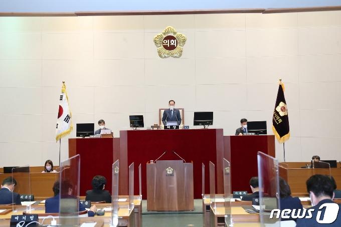 """성남시의회 """"투기 밝혀지면 처벌 받겠다""""…전수조사 결의안 의결"""
