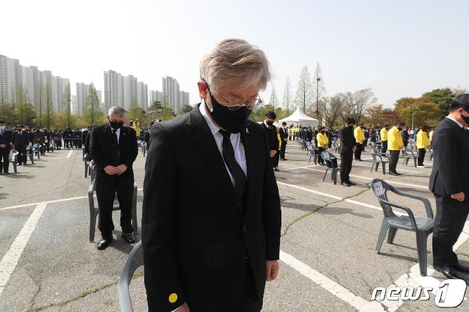 [사진] 이재명 지사 '세월호 7추기를 추모하며'