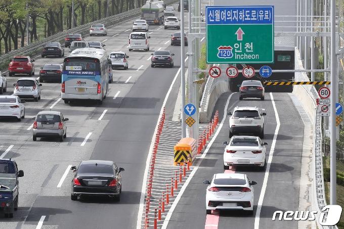 [사진] 개통된 신월여의지하도로 통행 차량