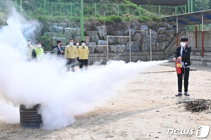 [사진] 정종철 교육부차관, 고교 기숙사 화재대피훈련 참관