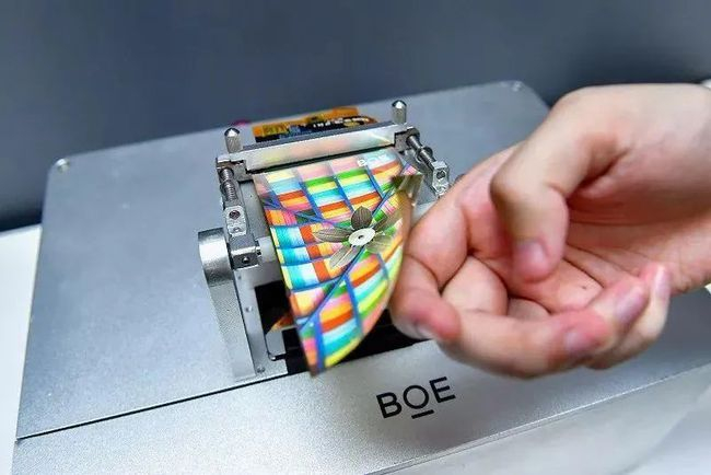 韓 몸집 줄이는 LCD시장, 中기업 실적 호조…OLED도 도전?