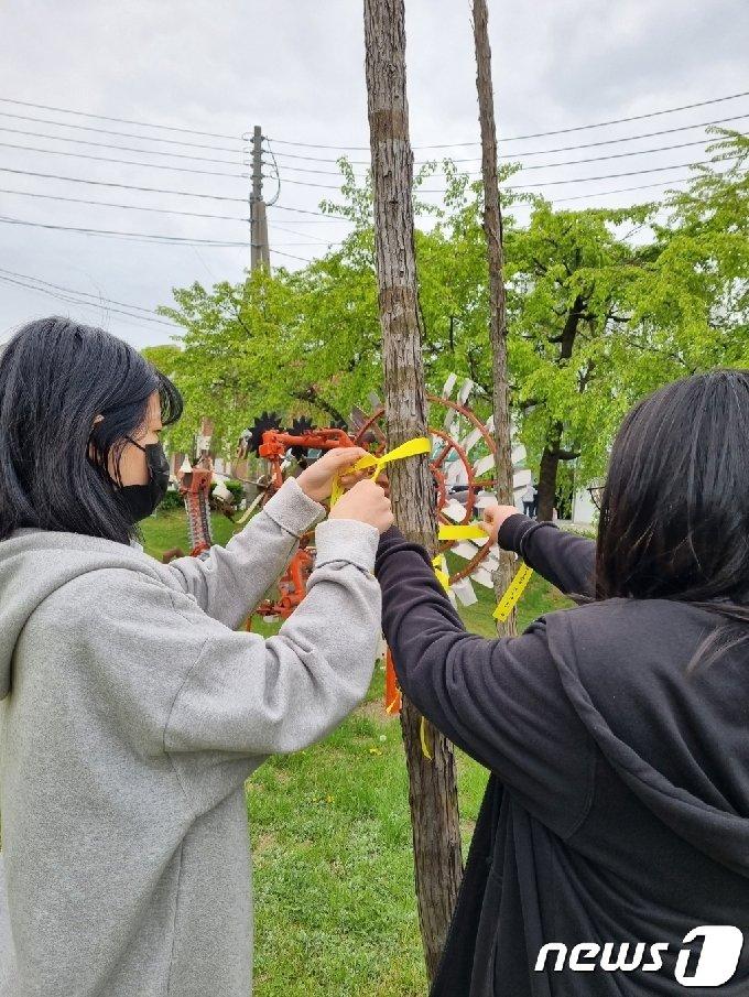 청주농업고등학교는 16일 세월호 참사 7주기를 맞아 학생자치회 주관으로 '함께 기억하는 세월호' 행사를 진행했다.© 뉴스1