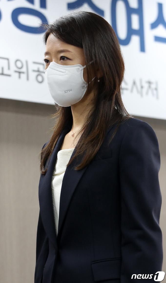 [사진] 공수처 검사 임명장 받은 김숙정 검사