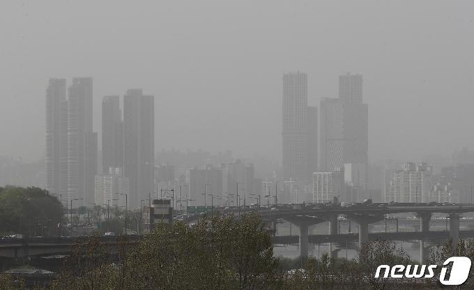 [사진] '몽골·중국발 황사 습격' 잿빛 도심