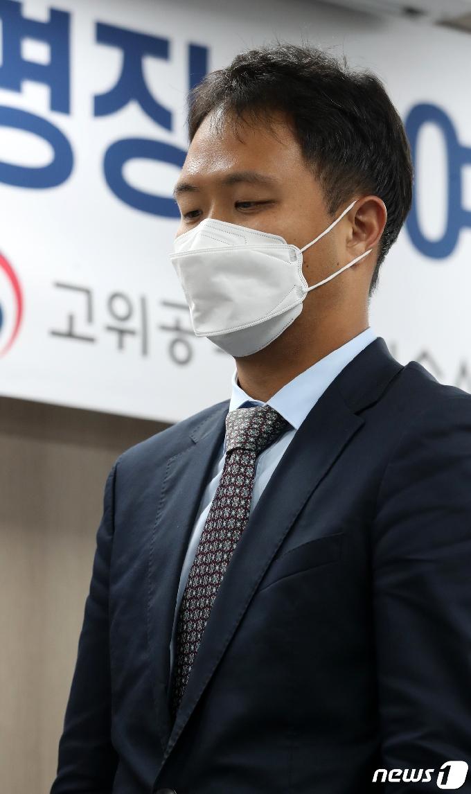 [사진] 공수처 검사 임명장 받는 이승규 검사