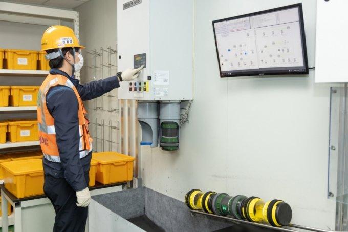 포스코케미칼 양극재 광양공장에서 에어슈팅 품질 모니터링 시스템이 가동되는 모습/사진제공=포스코케미칼