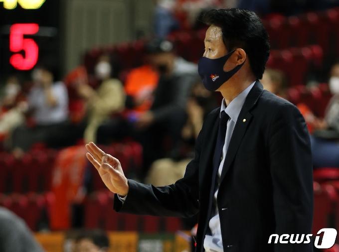 [사진] 강을준 감독 '좋았어'