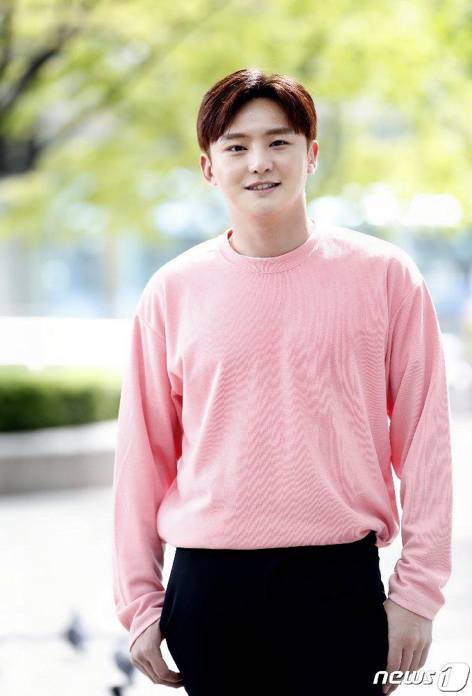 [사진] 이도진, 봄총각의 핑크빛 미소