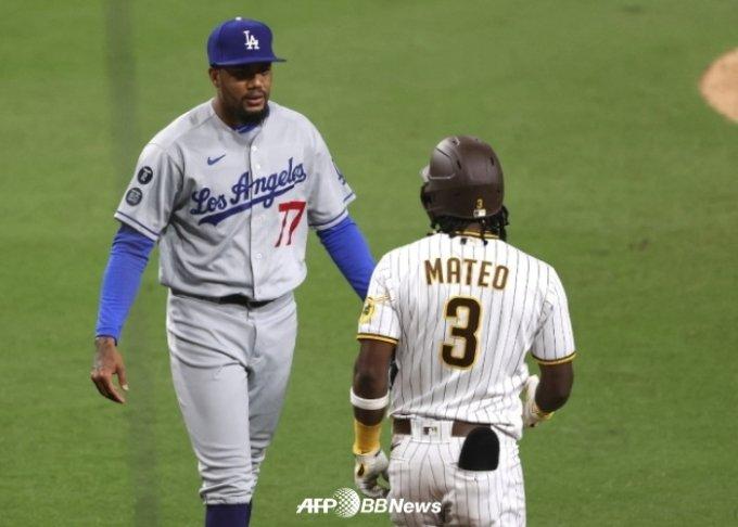 산타나(왼쪽)와 마테오가 대치하는 순간. /AFPBBNews=뉴스1