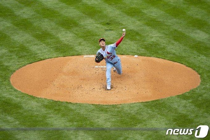 18일(한국시간) 시즌 첫 메이저리그(MLB) 마운드에 오른 김광현. © 로이터=뉴스1
