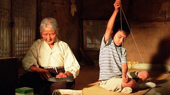 영화 '집으로...'에서 유승호와 호흡을 맞춘 김을분 할머니가 95세 일기로 17일 별세했다. /사진=영화 '집으로...' 배급사 CJ엔터테인먼트