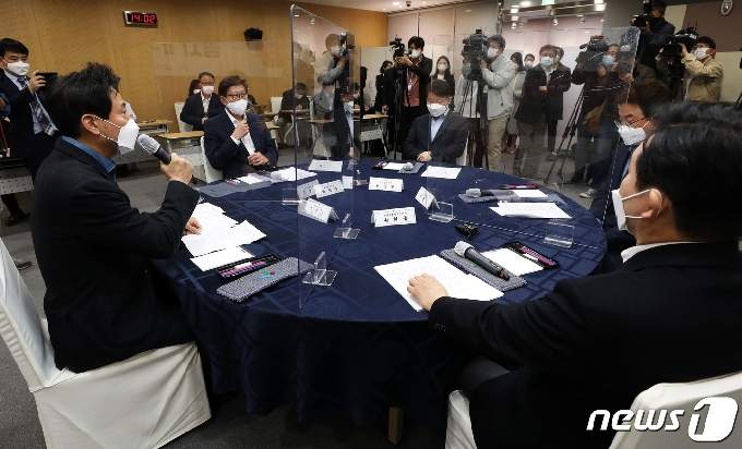 [사진] '공시가격 현실화' 발언하는 오세훈 서울시장
