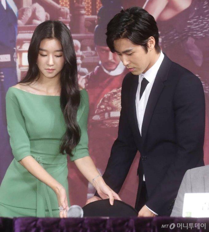 2014년 MBC 드라마 '야경꾼일지' 제작발표회 당시 배우 서예지와 유노윤호 /사진=홍봉진기자 honggga@